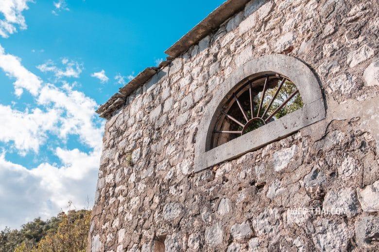 Glogovac kapela над Перастом