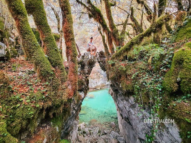 Врата желаний (Kapija Zelja) в каньоне реки Мртвица (Mrtvica)