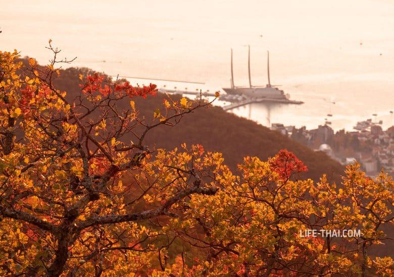 Осенний закат в Черногории в Тивате