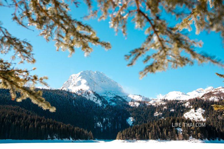 Черное озеро в Дурмиторе зимой